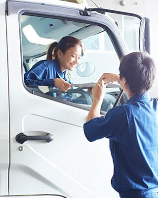 2t車ドライバー(主に菓子類の配送) 2010年入社 Sさん